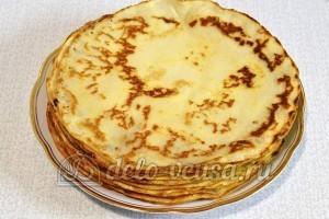 Блины с сыром и зеленью: Перевернула стопку блинов