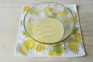 Брауни с орехами: Взбиваем яйца с сахаром