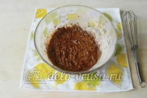 Брауни с орехами: Соединяем мучную и сахарно-яичную смесь