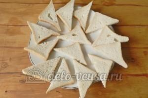 Бутерброды с шампиньонами и сыром: Разрезаем тосты по диагонали