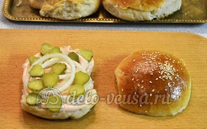 Домашний чизбургер: Огурцы тонко порезать