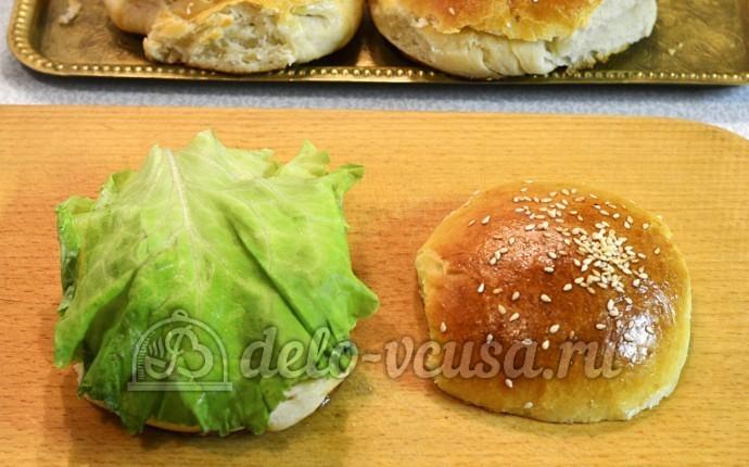 Домашний чизбургер: Добавила лист салата