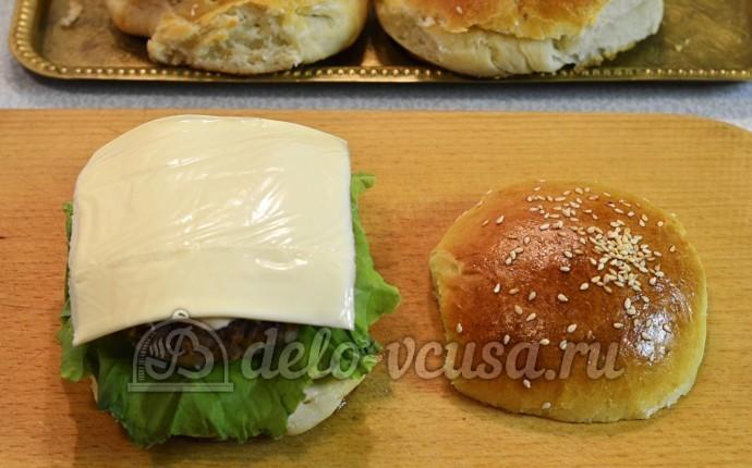 Домашний чизбургер: Добавить ломтик сыра