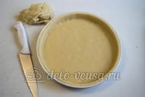 Песочный пирог с вареньем: Перенести тесто в форму