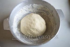 Пампушки на молоке: Замесить тесто