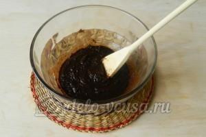 Сладкая колбаска из бисквита: Добавить растительное масло