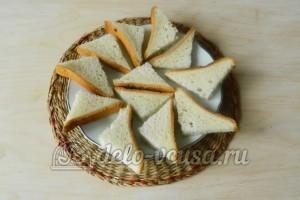 Канапе кораблики с огурцом: Подготовить хлеб