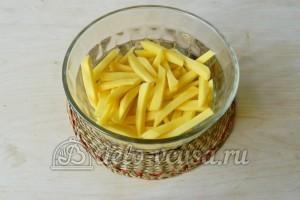Картошка фри в духовке: Картошку очистить и порезать соломкой