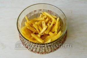 Картошка фри в духовке: Картошку хорошо перемешать