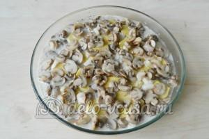 Картофельная запеканка с мясом и грибами: Заливаем сливками