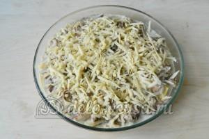 Картофельная запеканка с мясом и грибами: Посыпаем сыром