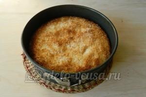 Кокосовый пирог со сливками: Отправляем пирог в духовку