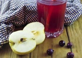Компот из яблок и черной смородины