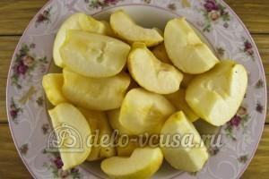 Компот из яблок и черной смородины: Удалить сердцевину у яблок