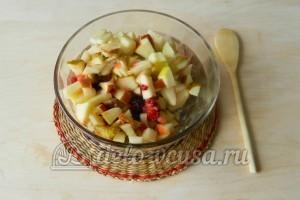 Компот из яблок, груш и ягод : Подготовить ягоды