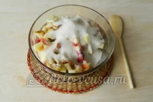 Компот из яблок, груш и ягод : Добавить сахар