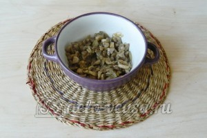 Котлеты с грибами: Лук и грибы обжарить