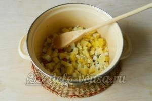 Окрошка на лимонной кислоте: Порезать картошку