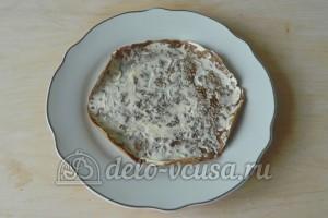 Печеночный торт из свиной печени: Блинчик смазать соусом