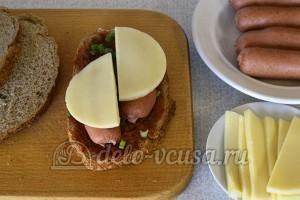 Горячие бутерброды с сосиской и сыром: Добавила сыр