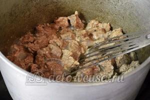 Плов из говядины: Обжарить мясо