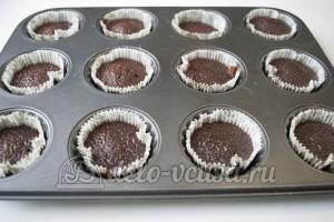 Шоколадные капкейки с кремом: Печем кексы