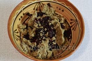 Салат Гранатовый браслет: Соединить орехи и свеклу