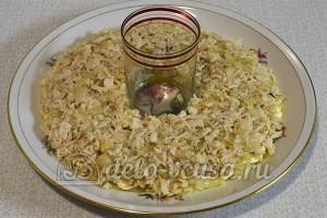 Салат Гранатовый браслет: Сверху слой из курицы с луком