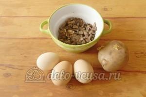 Салат с грибами и сыром: Готовим ингредиенты