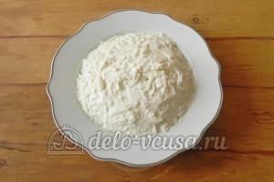 Салат с грибами и сыром: Смазываем майонезом