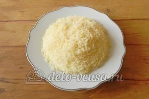 Салат с грибами и сыром: Мелко трем сыр