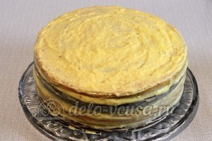Шахматный торт: Смазала торт кремом