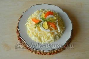 Салат из колбасы, сыра и помидор