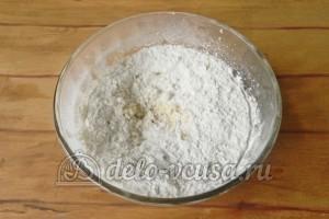 Сочники с творогом: Добавить пшеничную муку