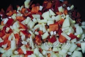 Суп из шампиньонов с плавленным сыром: Тушим овощи