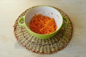 Суп с фрикадельками в мультиварке: Натереть морковь