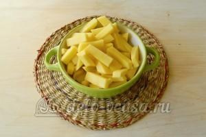 Суп с фрикадельками в мультиварке: Картошку порезать