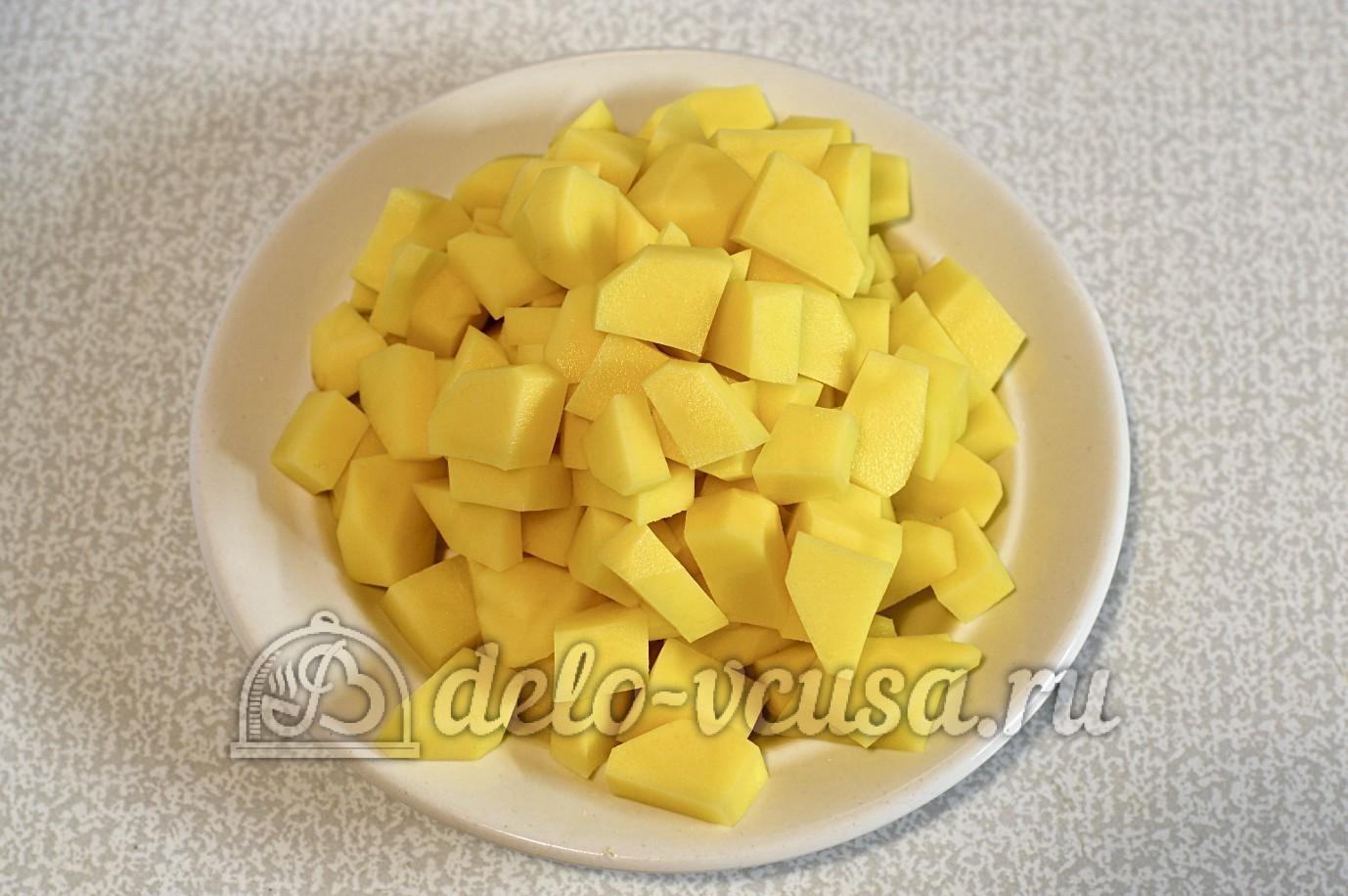 Суп с опятами и картошкой: Картофель нарезать кубиком