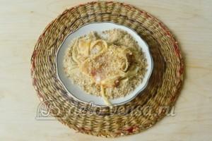 Свиная отбивная с сыром в духовке: Обваливаем в сухарях