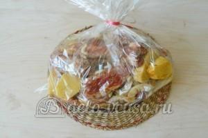 Свиные ребрышки в пакете для запекания: Добавляем молотый перец, соль и паприку
