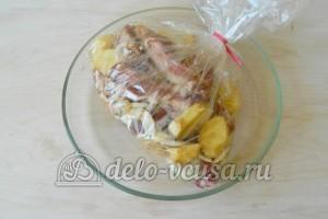 Свиные ребрышки в пакете для запекания: Помещаем пакет в форму
