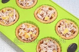 Тарталетки с курицей и апельсином: Наполнить тарталетки