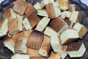 Торт Графские развалины из бисквита: Белый корж разрезать на кубики