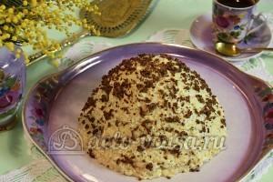 Торт Муравейник: Сверху натираем шоколадную конфету