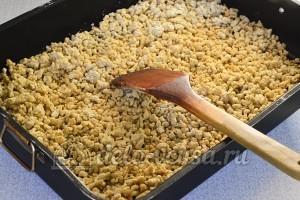 Торт Муравейник: Ставим тесто в духовку, периодически перемешиваем
