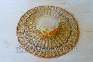 Торт с консервированными персиками: Заливаем желатин водой