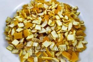 Варенье из мандариновых корок: Мандариновые корочки порезать квадратиками