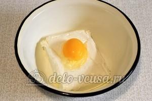 Вареники с творогом: Соединить творог с яйцом