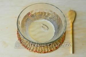 Большая ватрушка с творогом: Дрожжи залить молоком