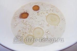 Ажурные блинчики на молоке: Добавить сахар, соль и масло
